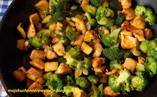 Zdjęcie Dietetyczny kurczak z brokułem i cukinią