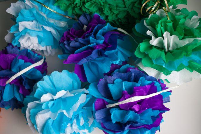 zdjęcie dekoracje urodzinowe DIY - pompony