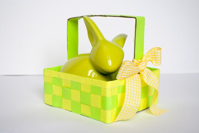 Zdjęcie koszyczek wielkanocny ręcznie robiony z pudełka