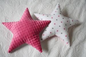 Gwiazdy dwustronne: minky Azalea Pink i szaro-amarantowe gwiazdki