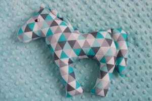 Koń - turkusowo-szare trójkąty