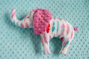 Słoń - kolorowe piórka