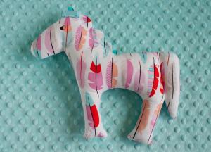 Koń - kolorowe piórka